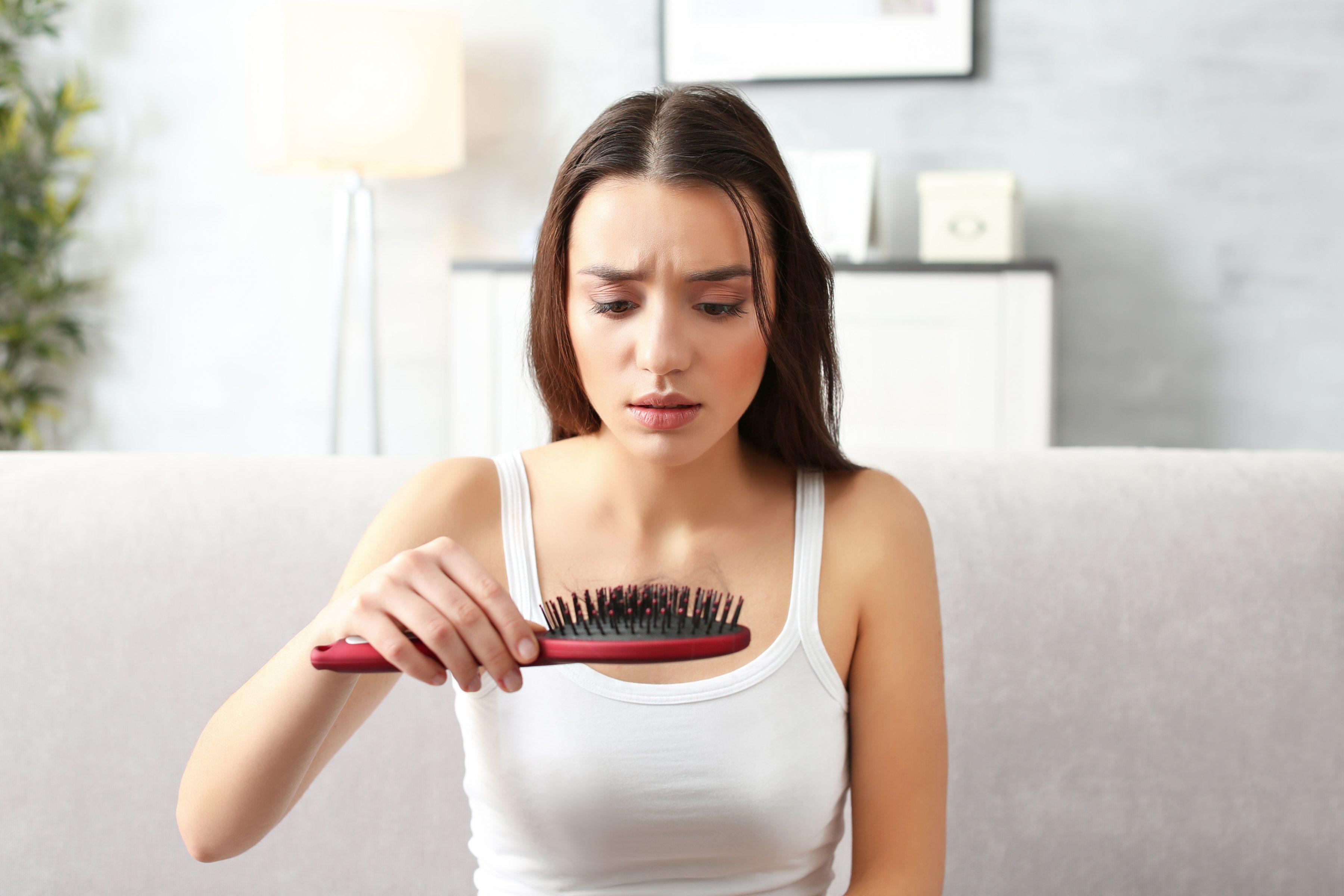 Выпадение волос у женщин - причины выпадения волос и методы лечения